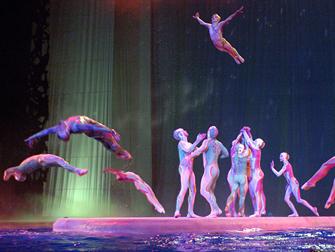 Ingressos para Cirque du Soleil O em Las Vegas - Nado Sincronizado
